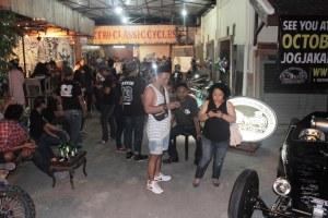 Berbagai latar belakang pengunjung meramaikan gelaran Art  Garage